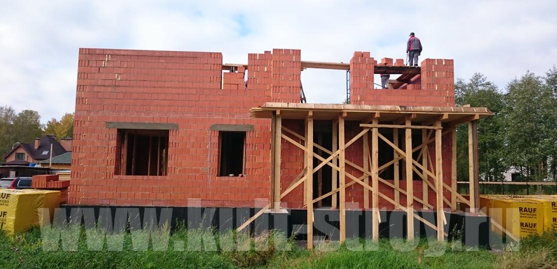 процесс строительства стен второго этажа