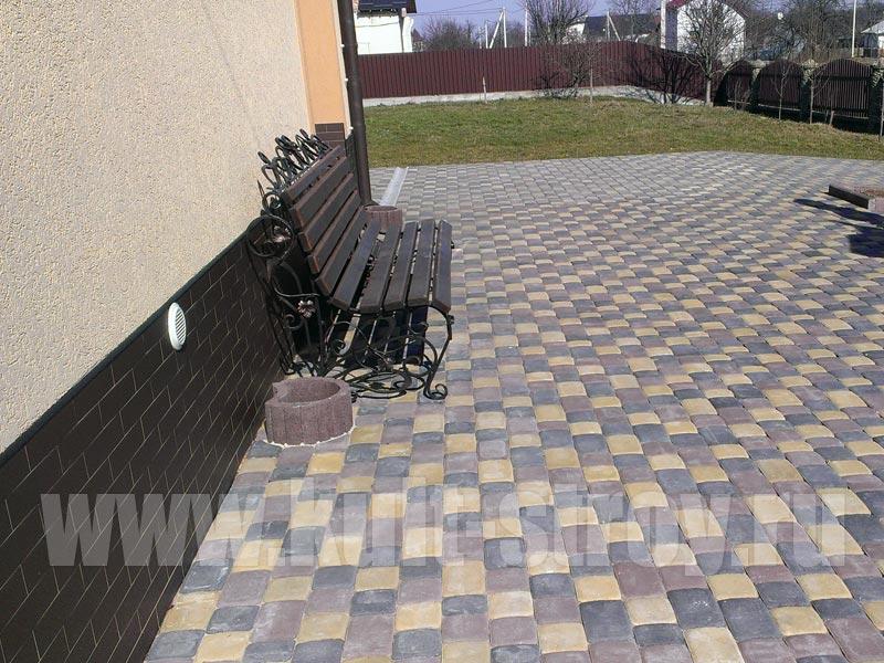 площадка со скамейкой