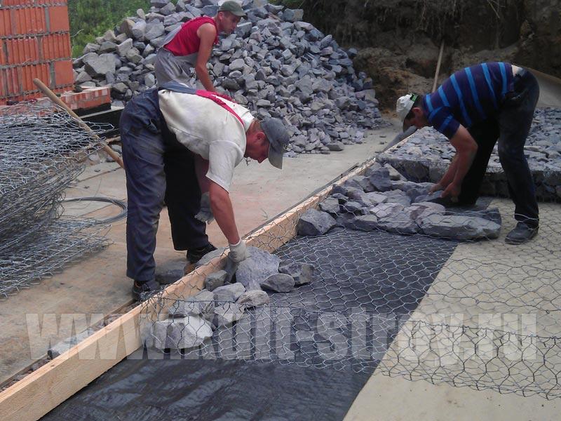 выкладывание камней на сетку