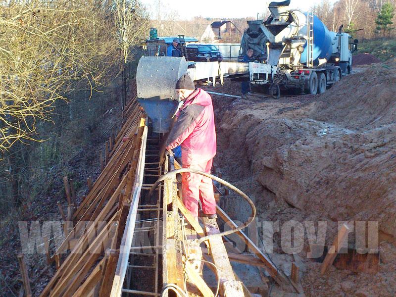 заливка подпорной стены бетоном