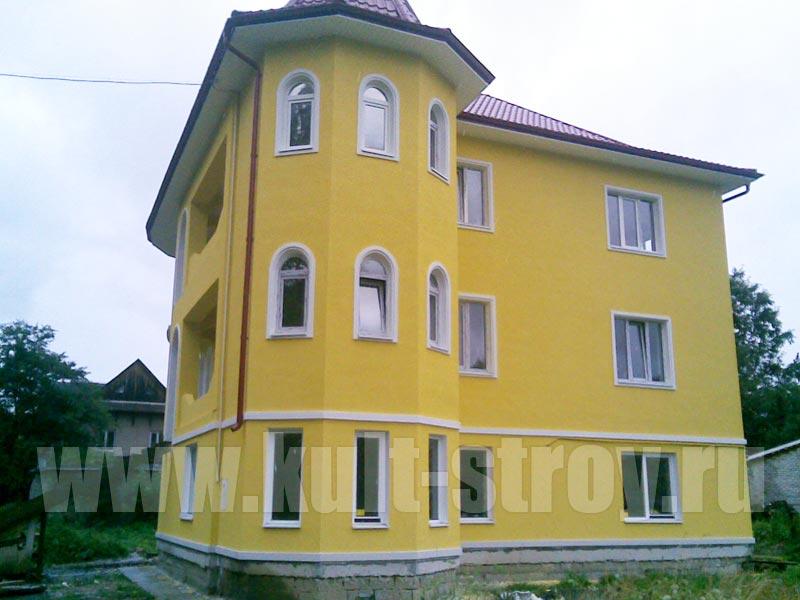 фасад оштукатуренный и покрашенный в желтый цвет
