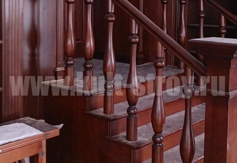 деревянная лестница классика