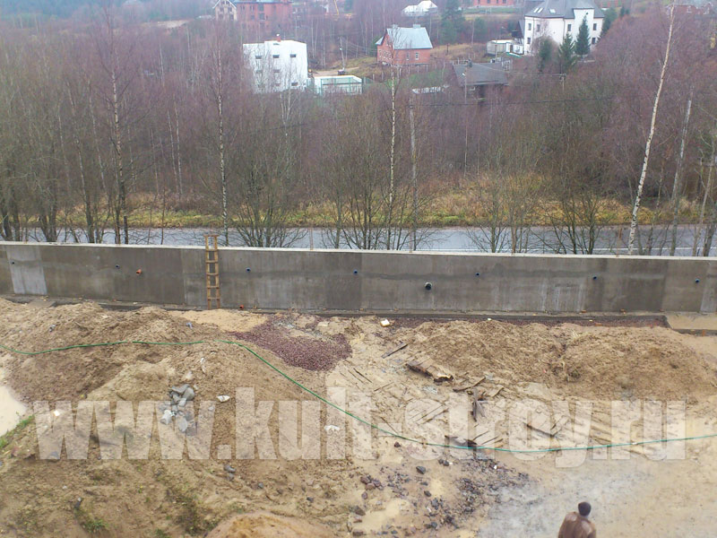 окончание работ над бетонной стеной