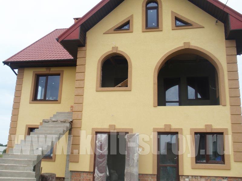 желто-бежевый цвет фасада дома